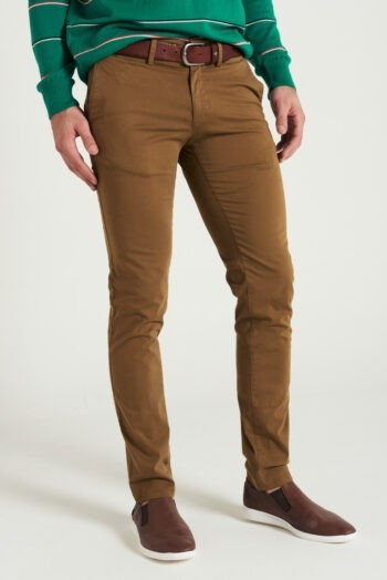 Chino slim fit de gabardina teñida