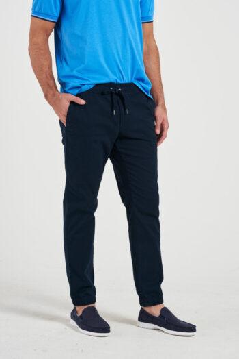 Chino slim fit cintura y puños con elástico de gabardina