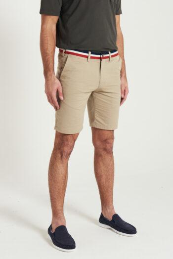 Bermuda sin pinzas con cinta tejida en cintura gabardina