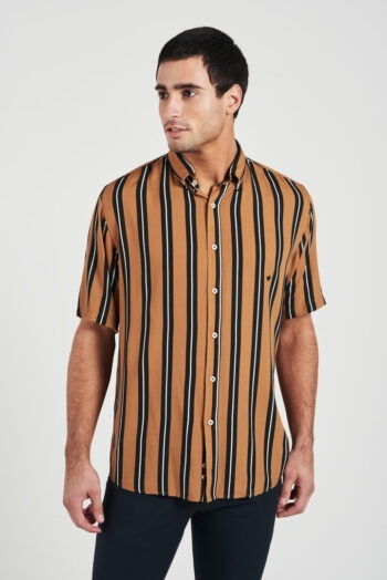 Camisa relaxed fit mangas cortas sin bolsillo a rayas de viscosa